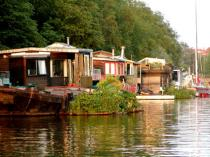Hus vid vattnet - Foto taget av Damien Doyle