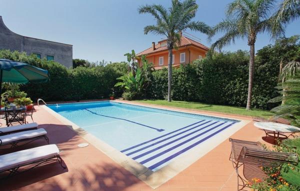 Hus med pool i Italien